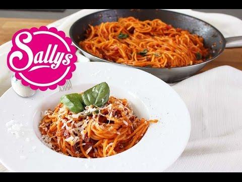 One Pot Spaghetti mit Tomatensoße / Pasta-Gericht in 15 Min. aus einer Pfanne / Sallys Welt