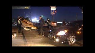 Задивився у телефон: в Києві «Іnfiniti» врізався у «Citroen»