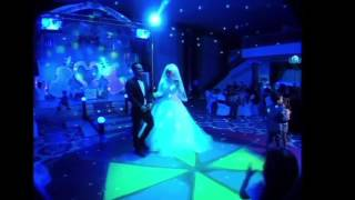اجمل لحظات المفاجأه من اخو العريس