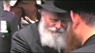 Stunning Footage of the Rebbe Leaving the Lag B'Omer Parade, 5744