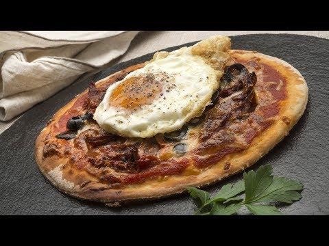 Receta de Pizza con huevo frito de Karlos Arguiñano