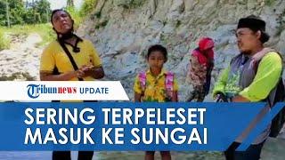 Siswa di Pedalaman Jombang Susuri Sungai untuk Pergi Sekolah, Seragam Sering Basah karena Terpeleset