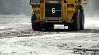 preview picture of video 'Close-up Komatsu Mining Truck'