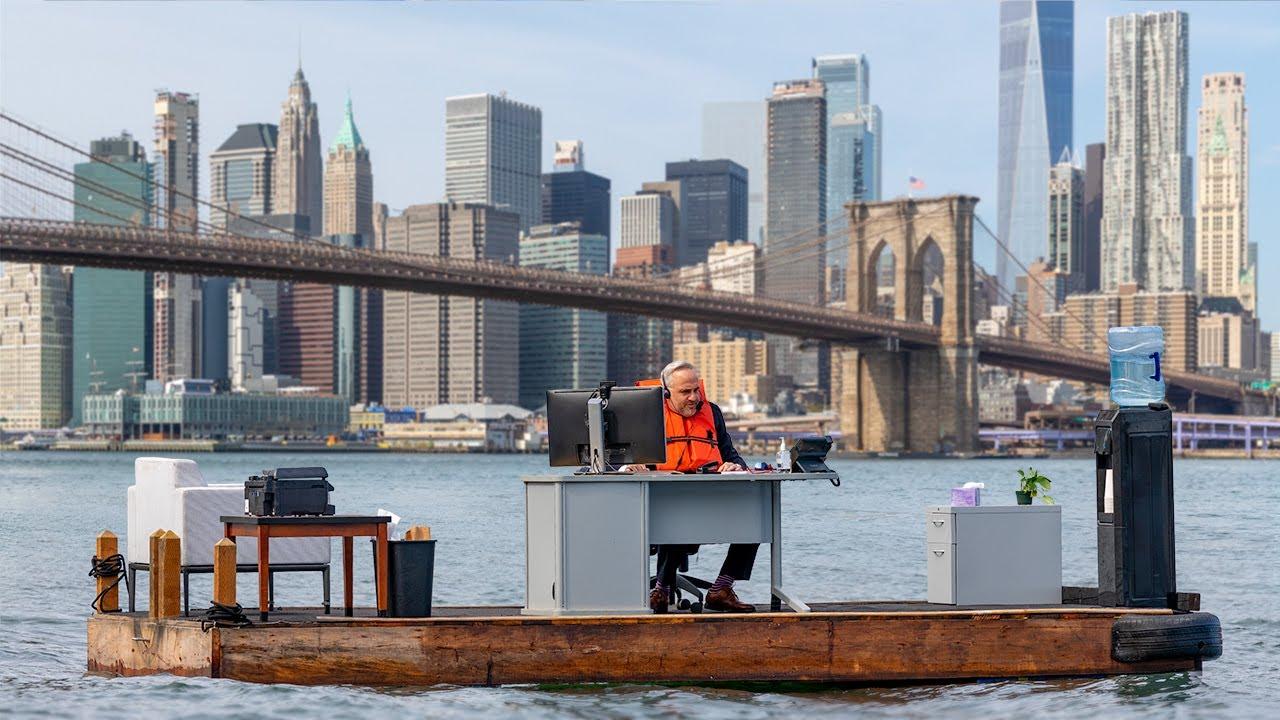 Социальный проект: плавучий офис заметили в Нью-Йорке