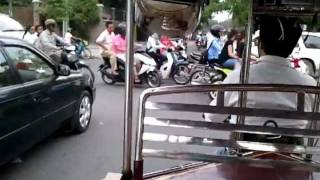 preview picture of video 'Phnom Penh Rush Hour by Tuk tuk'