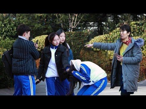【動画】日本の「いじめ自殺」が話題の中国、街なかでいじめを目撃した中国人はどうする?=実験動画が話題に―中国ネット|レコードチャイナ