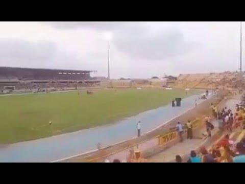 """""""El junior que nos chupe bien los huevos"""" Barra: Rebelión Auriverde Norte • Club: Real Cartagena"""