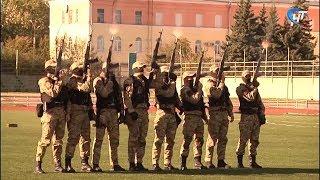 На стадионе «Волна» новгородские силовики провели показательные выступления