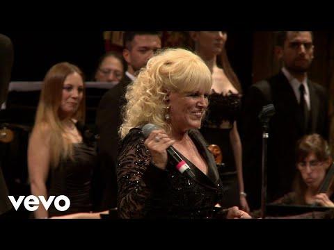 Valeria Lynch - Querido Mío / Como una Loba / Fuera de Mi Vida (En Vivo)