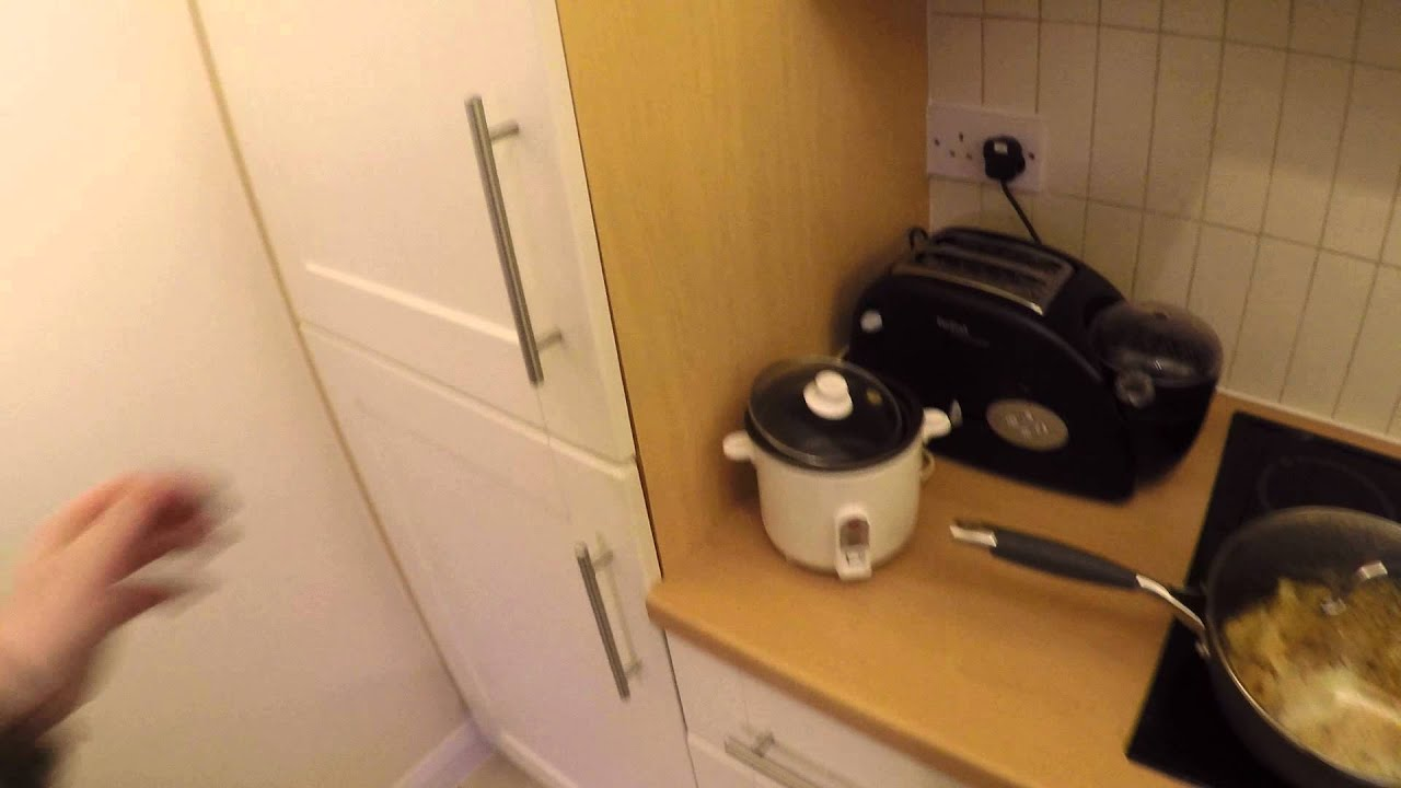 Ensuite Room for Female Workers in a Fantastic 2 Bedroom Apartment with Balcony in Ashdown