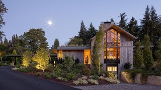 Portland Barn House With Soaring Ceilings Capitalizes On Its Natural Surroundings