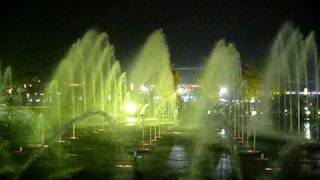 Video : China : Musical water fountains in Xi'An - video