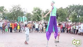 Belgian Clown blocking the streets in Phnom Penh