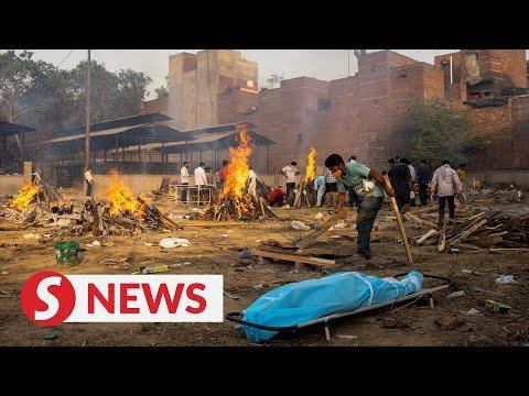 הודו: שריפת גופות חולי קורונה המוניות • צפו