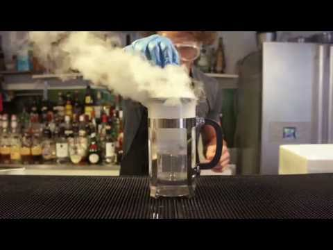 Video Dry ice cocktails with the Mixology Group