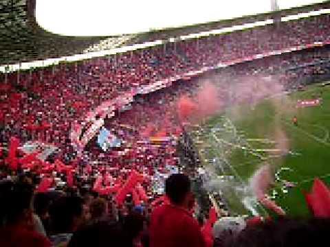 """""""Recibimiento de la hinchada del Rojo"""" Barra: La Barra del Rojo • Club: Independiente • País: Argentina"""