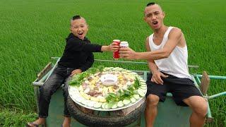 Bún Đậu Mắm Tôm - Cười Há Mồm Khi Mao Đệ Ăn Bún Trên Bánh Xe Bò Quay Tít