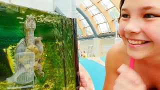 Видео для детей: аквапарк Карибия. Лучшие Подружки. Настя проводит обзор, 1 часть. Москва для детей.