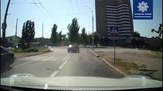 В Николаеве BMW выехал на встречную полосу, врезался в Mitsubishi и скрылся (видео)
