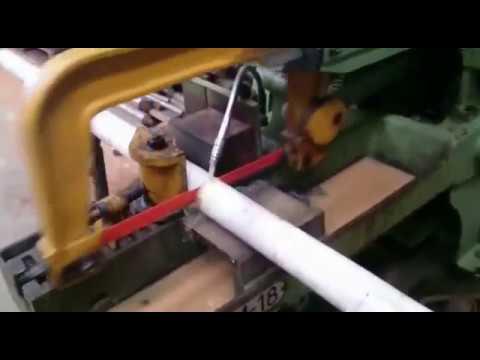 Máquina cortando vástago de acero para cilindro hidráulico
