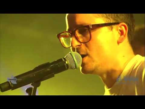 Hot Chip (feat. Alex Kapranos and Paul Thomson) - Dancing In The Dark