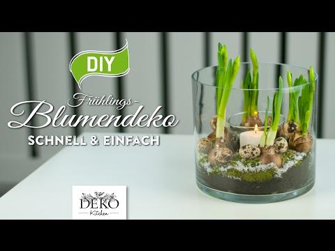 Pflanzen im hohen Glas - Frühlingshafte Blumendeko