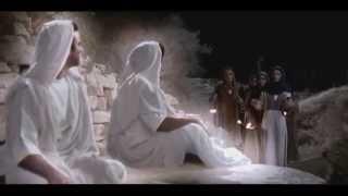 Иисуса кладут в гробницу