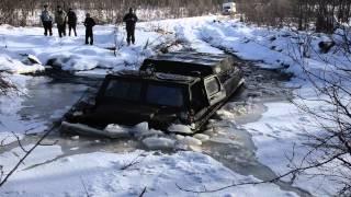 вездеход ломает лед