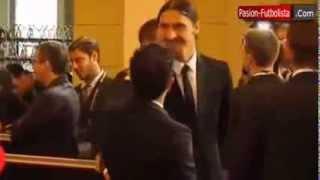 preview picture of video 'Abrahimovic hits Xavi in FIFA ceremony- إبراهيموفيش يضرب تشافي في حفل الفيفا'