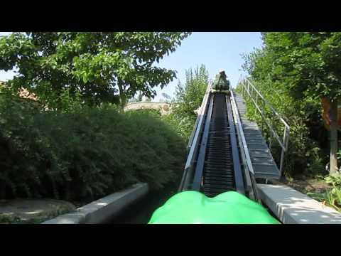 Crocodile splash ride