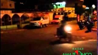 preview picture of video 'Vídeo capta garota entrando em carro da Prefeitura de Coari em frente a um bar'
