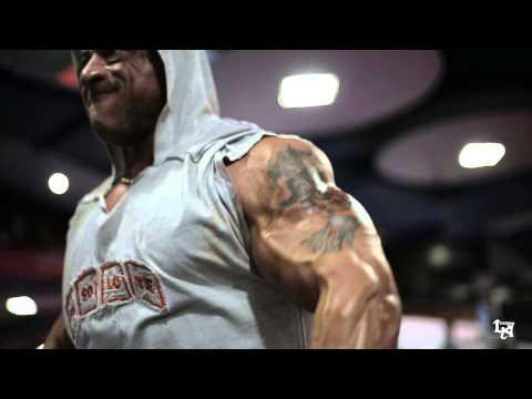 Le bodybuilding le lever étroit