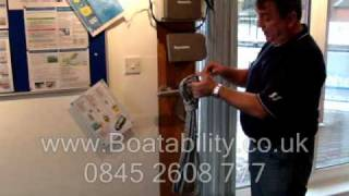 How to Uncoil A Rope - Powerboat Training, Competent Crew Seamanship Skills.wmv