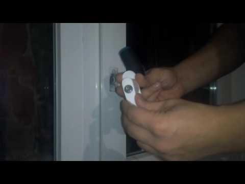 Установка замка с ручкой в пластиковую балконную дверь