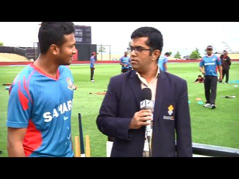 (না দেখলে মিস) Bangladesh cricket team members having fun distracting the journalist...