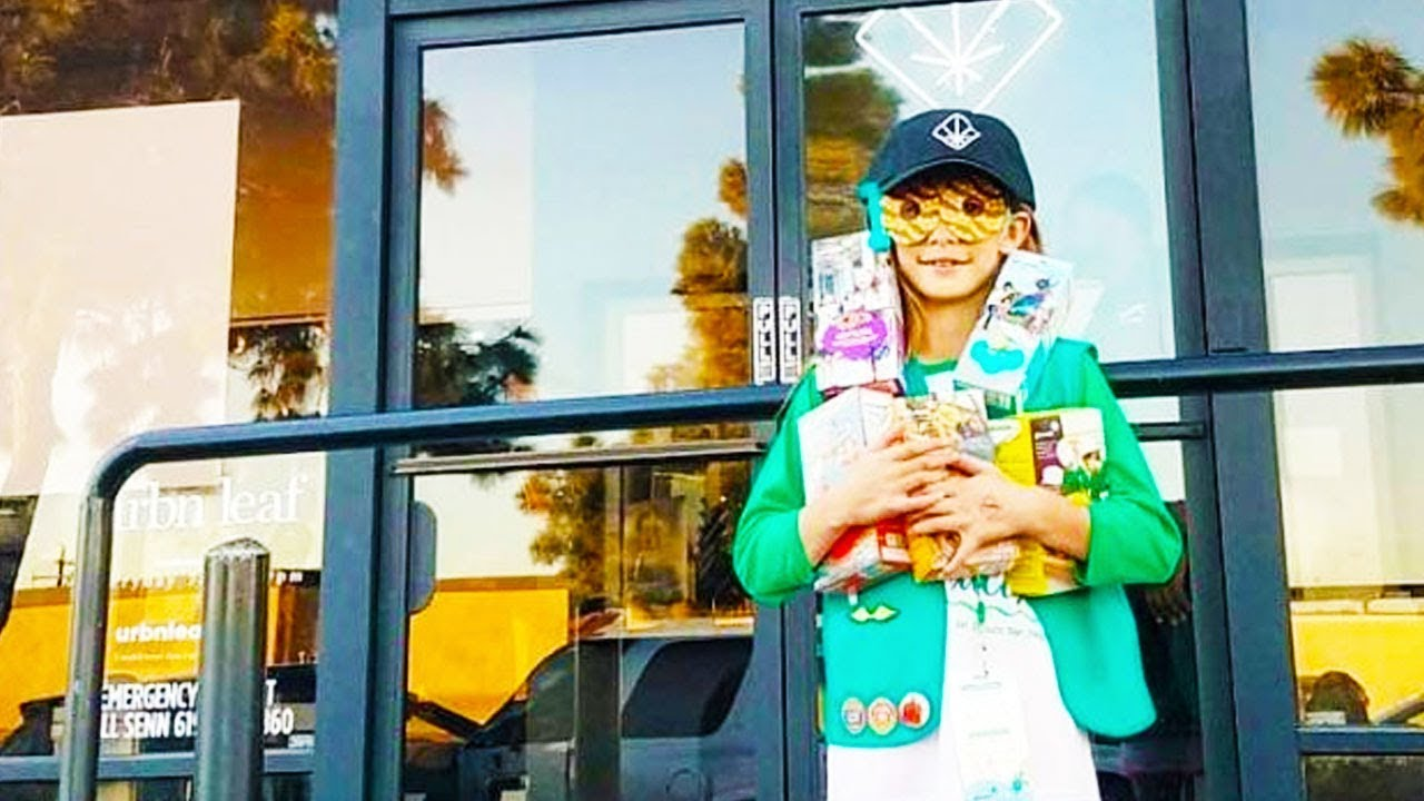 Girl Scout Picks BEST Spot To Sell Cookies thumbnail