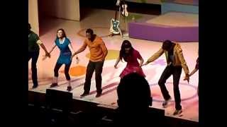 Fresh Beat Band in Concert - Friends Give Friends a Hand