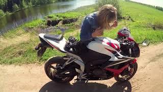Девушка не знала что в шлеме микрофон))) Катаем на HONDA CBR600RR