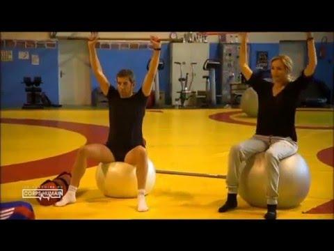 Le bodybuilding de lentraînement les épaules