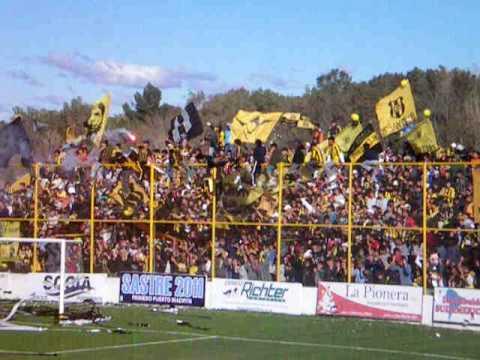 """Recibimiento del Deportivo Madryn frente a Huracán (CR)"" Barra: La Incomparable • Club: Deportivo Madryn"