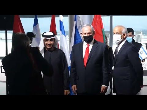 العرب اليوم - شاهد: رئيس وزراء إسرائيل يستقبل أول طائرة تجارية إماراتية قادمة من دبي