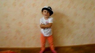 Малышка круто танцует (ребенку 2 года) хип хоп, брейк