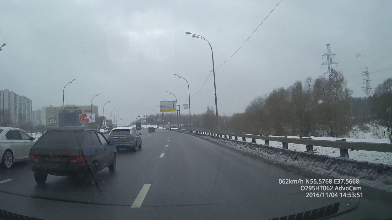 Новенькую БМВ 750 на ровном месте впечатали в столб - Бутово