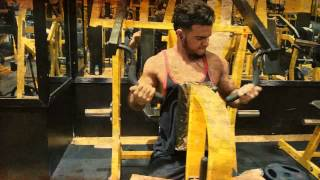preview picture of video 'Training bodybuilder ( CHEST)  -SupeR GYM ADEN تصوير في ســـوبر جيم عدن اثنا تدريبي'
