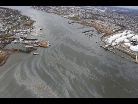 Watch: Oil Slick on Arthur Kill River, US