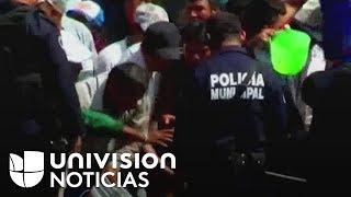 GASOL - Policías mexicanos observan impasibles cómo se llevaban la gasolina de un hoyo hecho por ladrones