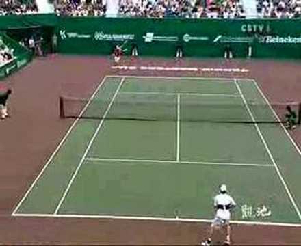 Dziwny kamerzysta na meczu tenisowym