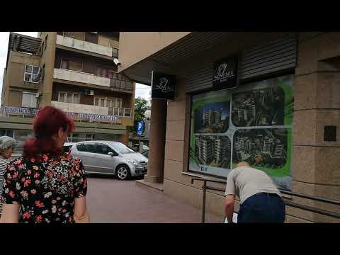 """Odbornik Nonić ispred Direkcije: Ko je vozio i parkirao službenu """"škodu"""" spred Skupštine?"""