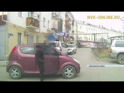 В Якутске автомобиль наехал на школьников