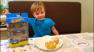 ВЛОГ Покупаем Заварные пирожные в кафе Vanil в Одессе.Открываем машинки ХотВилс Open HotWheels car